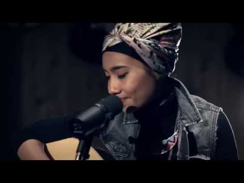 "Yuna ""Decorate"" At: Guitar Center"