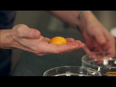 Яйца: как отделить желток от белка. Кулинарная школа ШЕФМАРКЕТ.