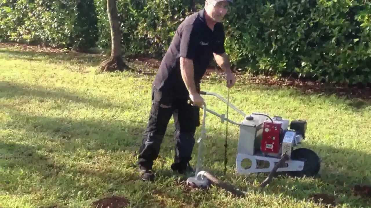 Centro agrigarden macchina scacciatalpe youtube for Talpe in giardino