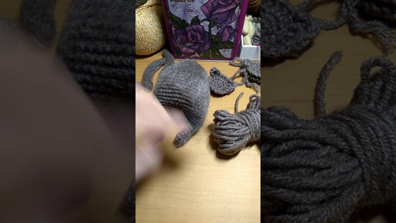 The best way to brush the amigurumi crochet toy