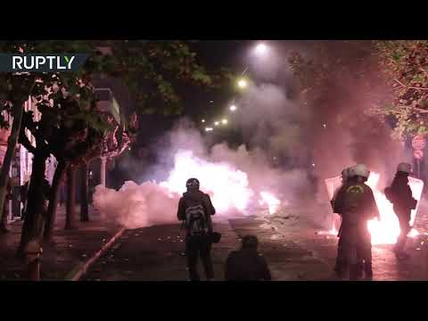 RT: Clashes break out on anniversary of 1973 student revolt in Greece