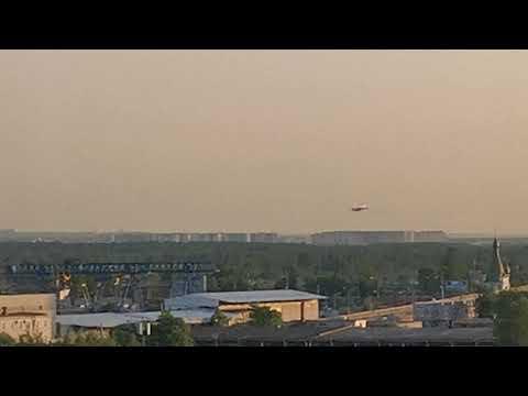 Самолёт идёт на посадку. Аэропорт Пулково. Санкт-Петербург