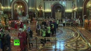 Москвичи идут на поклон к мощам Николая Чудотворца