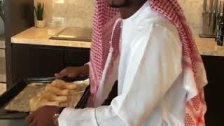 """بالفيديو.. الفرنسي """" باتريس إيفرا """" يرقص بالزي الخليجي على أنغام """" سيدي منصور """" - صحيفة صدى الالكترونية"""