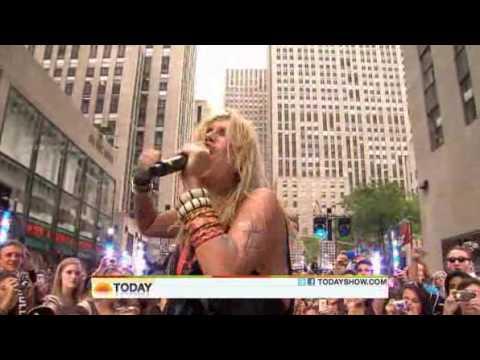 Ke$ha - Take It Off ( Live Today Show  08/13/2010