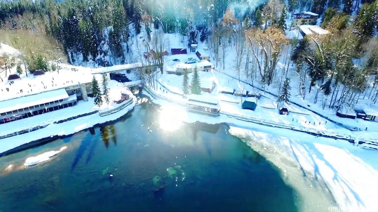 Замерзшее озеро Рица, Абхазия 2020