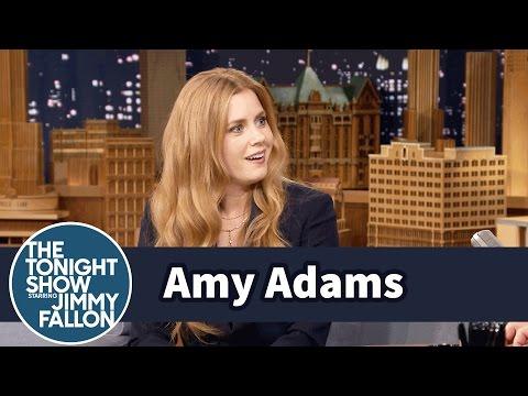 Amy Adams Had a Full Phone Convo in a Men's Bathroom