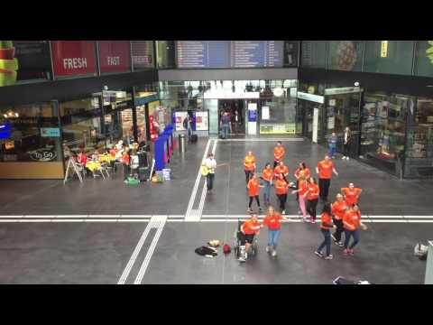 Ten Sing Baar - Flashmob Bahnhof Zug - Aktion 72h