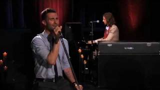 Maroon 5 - She Will Be Loved (Live on Walmart Soundcheck)