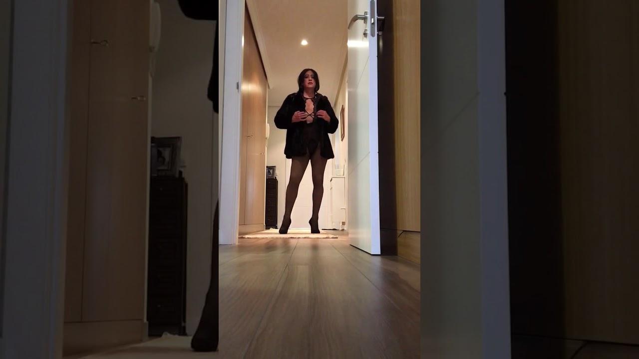 Copia de Ines CD wearing her very short fur coat