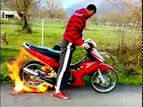 Modenas Dinamik Stunt Fireburnout Amazing