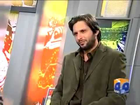Shahid Afridi and His Wife Pictures
