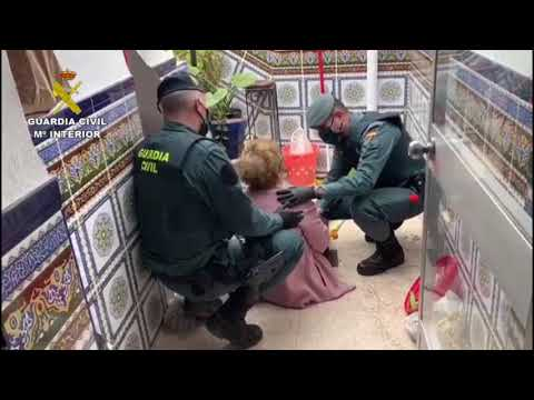 La Guardia Civil auxilia a una anciana que había sufrido una caída en el interior de su domicilio