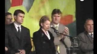В Тимошенко бросили яйцо - она не упала
