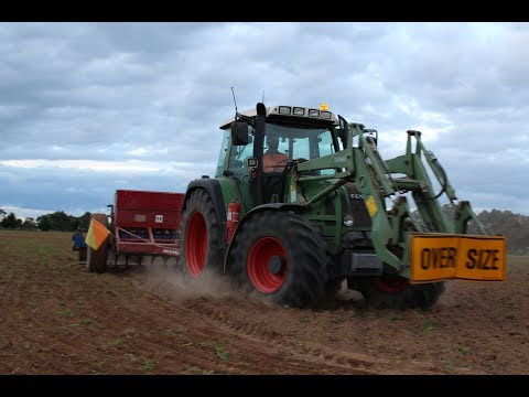 Fendt and International 511 Direct Drill Sowing Oats