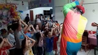 Palhaço Tio Pingo Dançando com aGarotada