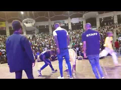 Paire Fusion LEKILELÉ (Au concert de safarel obiang) pour le soutiens .