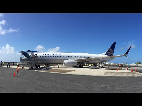 United Airlines B737-800 - Majuro to Kwajalein - Engine Start to Takeoff and Landing