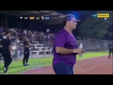 BBC عربية:بي_بي_سي_ترندينغ:  لاعب يضرب مدربه بعد تغيير أثناء المباراة