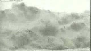 Qiangtang River Tidal Bore in Hangzhou China 钱塘江大潮 中国杭州 2