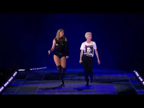 Troye Sivan Performs With Taylor Swift at 'Reputation Tour' @ Rose Bowl Stadium (5/19/18)