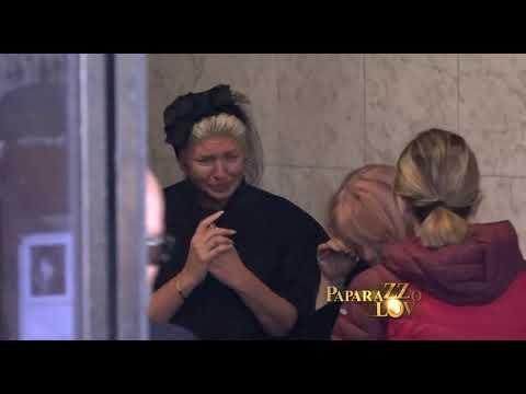 Slomljena Jelena Karleusa osisala kosu pred sahranu majke