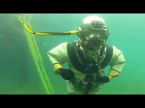Antique Diving Helmet: DESCO US Navy Mk V