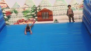 لعبت زياد وإلياس بالزحليقه ومابغو يطلعون