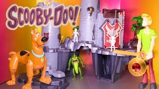 Scooby Doo Searching the Castle for Spooky Treasure