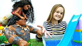 Моана сделала Парк аттракционов. Мультики и Игры для детей