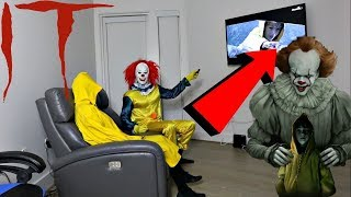 GEORGIE AND PENNYWISE WATCHES THE IT MOVIE TOGETHER!!! THEY HAD A DEADLY FIGHT OMG!!!