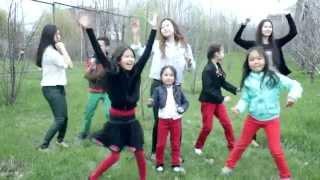 Дети классно спели песню своему дедушке под музыку The Beatles