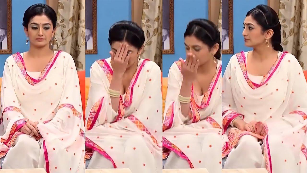 Neha K Mehta aka Anjali Taarak Mehta Huge Cleavage Show in TV Serial