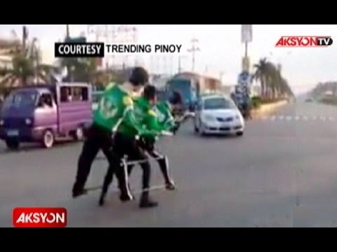 Now Showing | Dancing traffic enforcer sa Davao del Norte