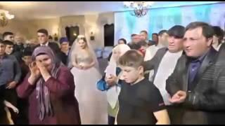 Песня жених поёт на свадьбе
