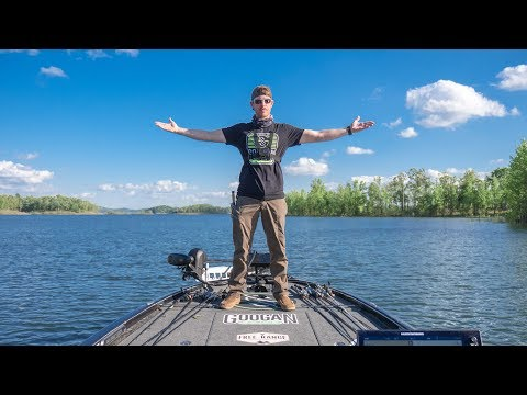 Bass Fishing A NEW LAKE | LOADED Fish & Clear Water!