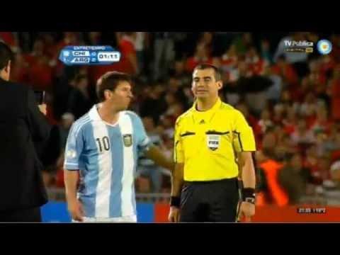 Chile - Argentina: árbitro asistente se toma foto con Messi tras primer tiempo
