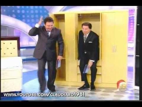 Silvio Santos entrando e saindo do armário em seu programa (11/12/11)