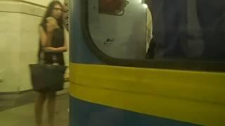 Японку трахнули в вагоне метро етот