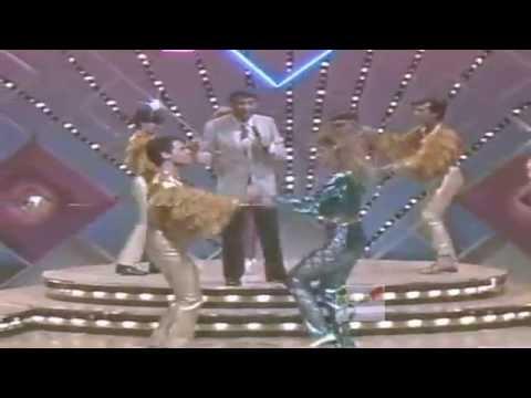 Don Francisco canta 'El Bailongo' (un corto clip) Sábado Gigante~Clásico (Rose Video)