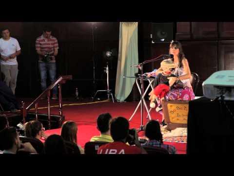 Hacer visible lo invisible | Elena Santa Cruz | TEDxUBA