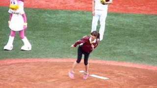 2010.05.02 Kスタでの安田美沙子さんの始球式です。 手振れがひどくてス...