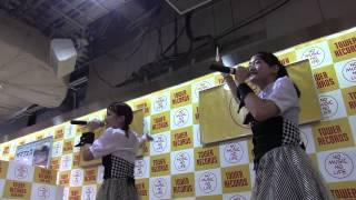 なんと、当日昼に急遽決定したタワレコ新宿店さんでのインストアライブ...