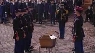 Hommage national à Samuel Paty: L'entrée émouvante du cercueil de Samuel Paty sur