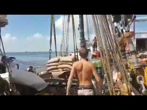 Loading Coffee in Honduras to Sail