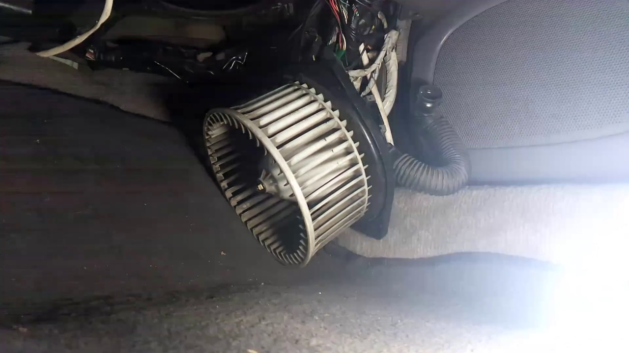 Мотор печки от Nissan cefiro в Subaru legacy Outback Bhe USA/Canada