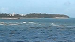 ヨット「ボヘミアン5」沖縄、フェリーで伊江島へ