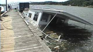 Rapid sinking of house boat