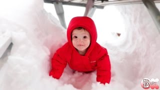 TODDLER'S FIRST SNOW FORT!