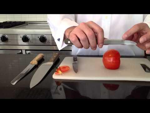 Couper un avocat doovi - Comment couper une tomate en cube ...
